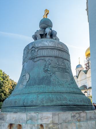 MOSCOW, RUSSIA - SEPTEMBER 5 : Tsar bell, the bronze largest bell in the world, cracked during fire and never been rung, in Kremlin, Moscow, Russia, on September 5, 2018. 스톡 콘텐츠 - 131367218