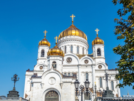 Cathedral of Christ the Saviour, the second tallest Orthodox church in the world, landmark of Moscow, Russia, under blue sky in summer season 스톡 콘텐츠 - 131367232