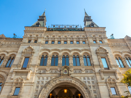 MOSCOW, RUSSIA - SEPTEMBER 6 : Beautiful exterior architecture of Gum department store at center of Red Square in Moscow, Russia, on September 6 ,2018. 스톡 콘텐츠 - 131367237