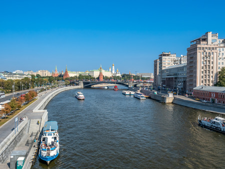 MOSCOW, RUSSIA - SEPTEMBER 6 : Cityscape view of Moscow along Moskva river on bridge near Cathedral of Christ the Saviour in Moscow, Russia, on September 6, 2018. 스톡 콘텐츠 - 131367262