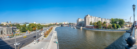 MOSCOW, RUSSIA - SEPTEMBER 6 : Cityscape view of Moscow along Moskva river on bridge near Cathedral of Christ the Saviour in Moscow, Russia, on September 6, 2018. 스톡 콘텐츠 - 132127770