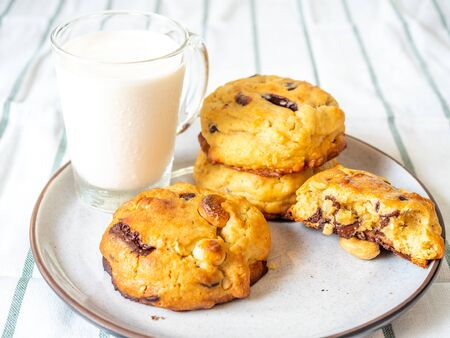 Chunky chewy chocolate chip soft cookies with cup of cold milk for breakfast, selective focus on melting chocolate chips 스톡 콘텐츠 - 148363521