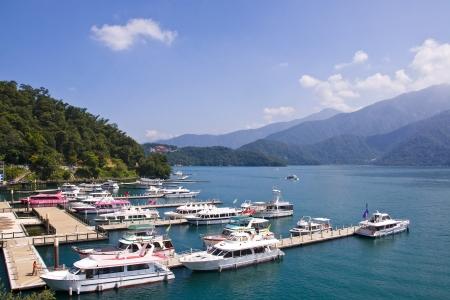 zon maan: Taiwan Landmark Sun Moon Lake Landscape