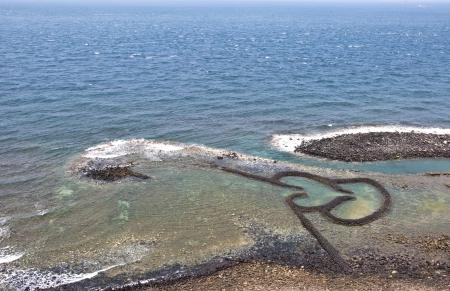 Taiwan Landmark Twin Hearts Stone Tidal Weir in Chimei Taiwan scenery  版權商用圖片
