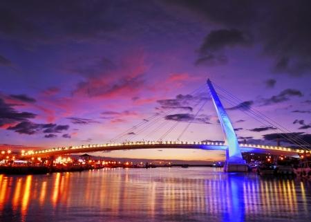 Bridge night scene = Zdjęcie Seryjne