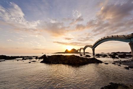 해안 Sanxiantai에서 아름다운 일출