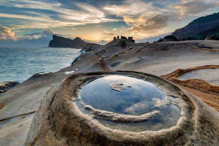 Strange rocks in Yehliu Geopark Park on the northern coast of Taiwan Imagens