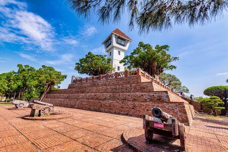 Anping Old Fort - Es ist eine berühmte historische Sehenswürdigkeit in Tainan, Taiwan-Schreiben von Chinesen auf dem Schild: Schätzen Sie Antiquitäten, klettern Sie nicht