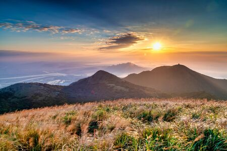 Sunset scenery of Yangmingshan , in Taipei city, Taiwan 版權商用圖片 - 132754294