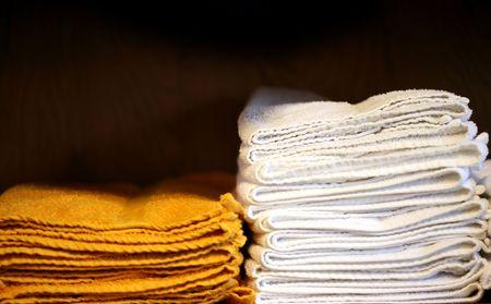 黄色と白のタオル