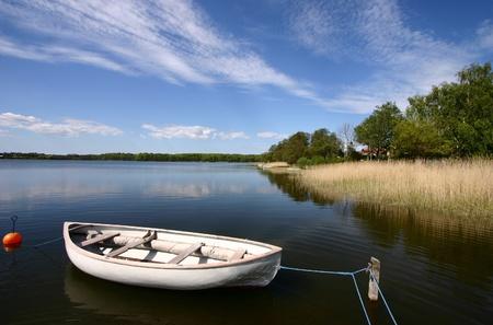 デンマークの湖で釣りボート
