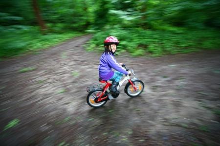 cicla: Niño con moto