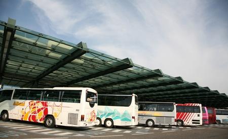 ミラノ イタリア - バス 2007年夏します。 報道画像
