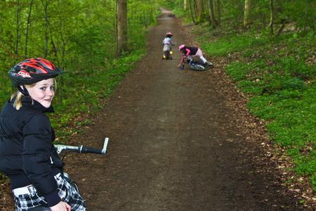 Les filles à vélo au Danemark en été photo