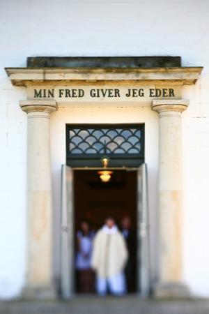 confirmacion: Muchacha el día de la confirmación en la primavera en Dinamarca Foto de archivo