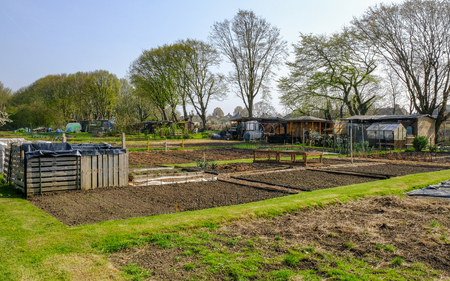 Allotment plot in Spring, prepared for planting.  An allotment is a plot of land rented and used to grow your own vegetables. Stok Fotoğraf - 75321554