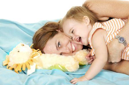 enfant qui joue: Adorable M�re et enfant, jouent ensemble  Banque d'images