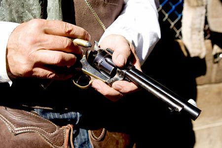 Upclose horizontial foto de carga balas en una pistola  Foto de archivo - 3619940