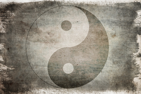 Signe du yin yang chinois sur un fond sur le vieux bois peint
