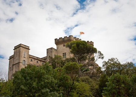 donjon: Barben is an historic castle in the south of France