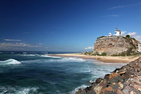 místo: Nobbys Lighthouse - Famous landmark in Newcastle Australia. This landmark is often used for promotional material for Newcastle and Hunter Valley region.