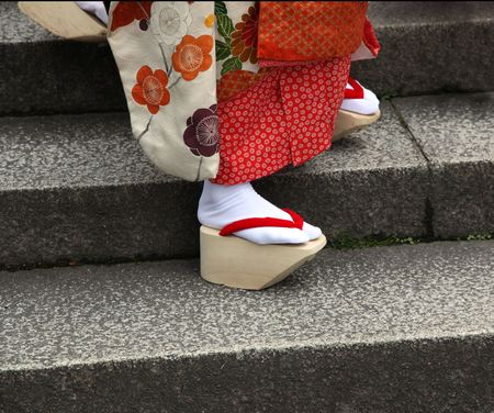maiko: The closeup of the traditional okobo wooden sandals of a Japanese Maiko (Geisha in training). Kyoto Japan Stock Photo