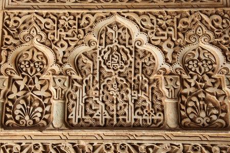 グラナダ: 南スペインのアンダルシア州グラナダのアルハンブラ宮殿で華やかな彫刻