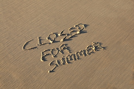 Un concept de vacances d'été - Fermé pour l'été.