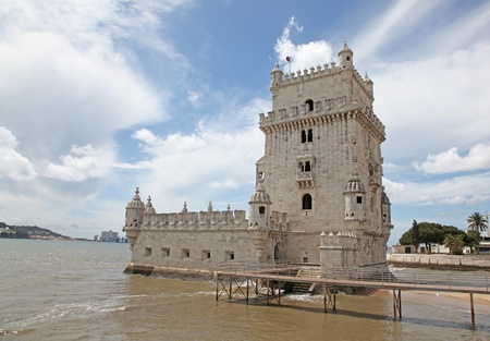 torre: Torre de Belem is a fortified tower in Lisbon Portugal. The tower was build in the earth 16th century and formed part of the defence system at the entrance of the River Tagus.