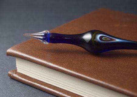 レザー アンティーク ブルー グラス ペン本のバインド 写真素材