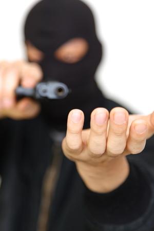 拳銃で強盗