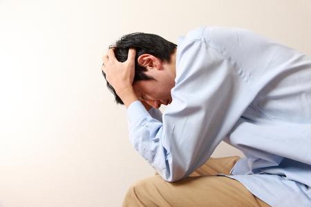 homme triste: homme déprimé