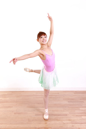 日本の女性ダンス バレエ