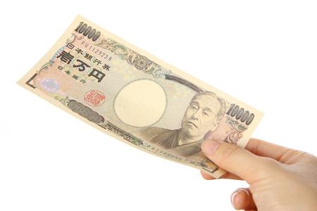 일본 10000 엔 청구서를 지불하다.