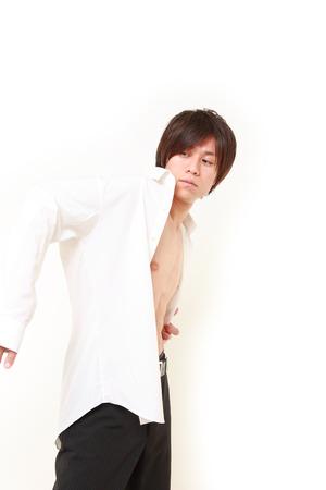 vistiendose: hombre de vestirse Foto de archivo