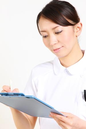 若い日本人看護師カルテ