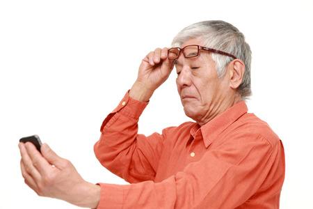 Senior Japanse man met presbyopie Stockfoto - 36869868