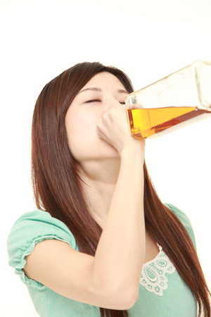 borracho: Mujer bebido demasiado
