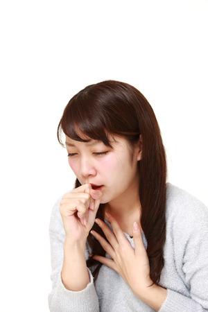 若い日本人女性の咳