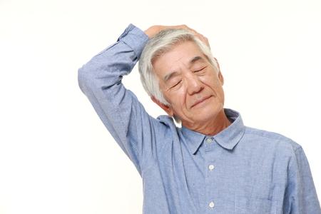 セルフ首のストレッチをしている年配の男性 写真素材