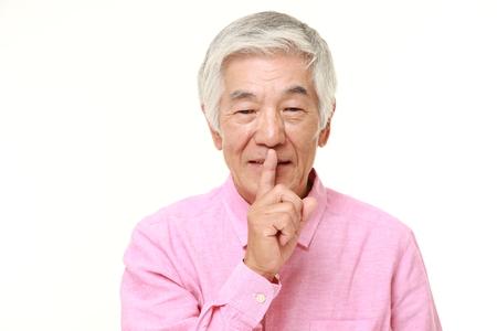 gestos: El hombre japon�s mayor whith gestos silencio