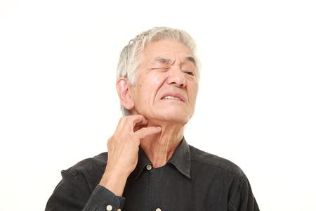 彼の首の傷年配の日本人男性 写真素材