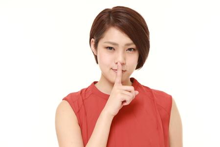 제스처: young Japanese woman whith silence gestures