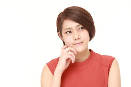 women thinking: joven japonesa piensa en algo Foto de archivo