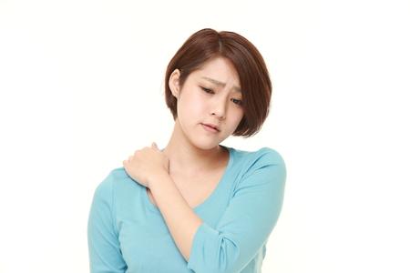 Jeune femme japonaise souffre de douleurs au cou Banque d'images - 47802862