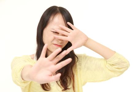 停止ジェスチャーを作る若い日本女性 写真素材