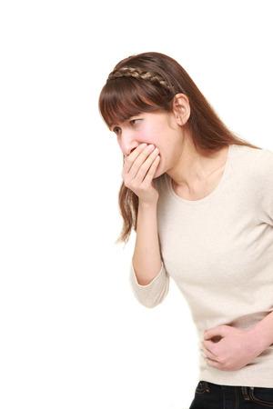 vomito: mujer joven se siente como v�mitos