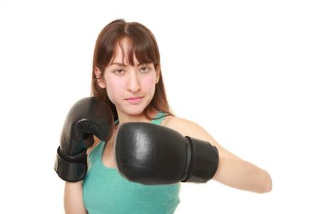 boxeadora lanza un gancho de izquierda