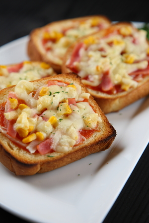 mini pizza toast