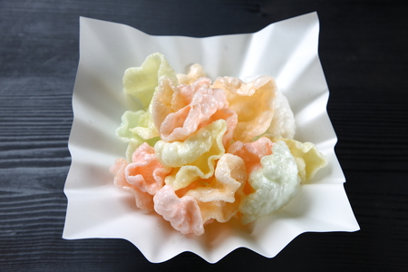 colorful shrimp crackers Imagens - 122781163
